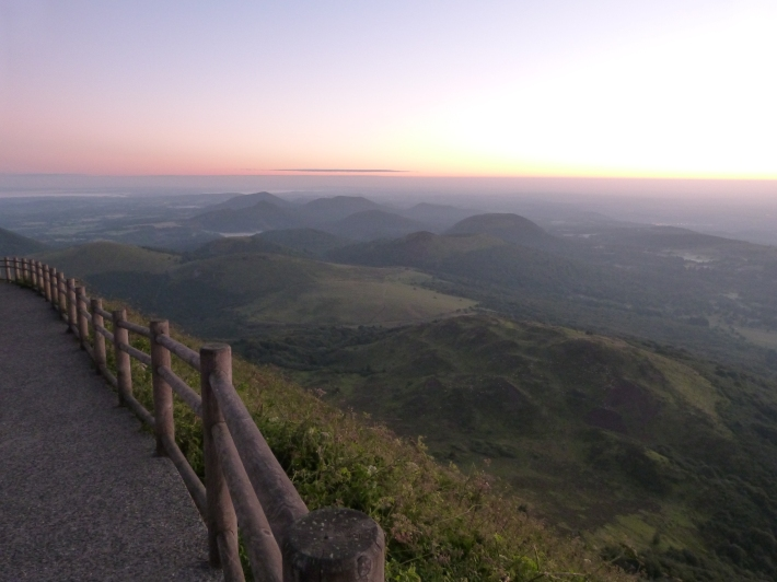 6h31... du côté du Pariou l'horizon s'éclaircit