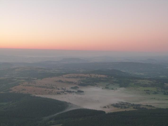 6h32... la brume s'étire encore sur la campagne