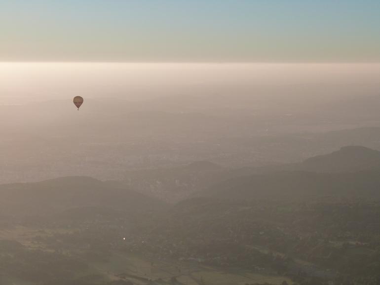 7h09... une montgolfière dans la brume matinale