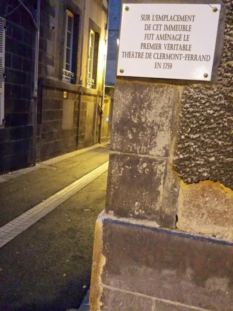 Pèlerinage sur les traces du tout premier théâtre de Clermont (entre la mairie et la cathédrale, en gros)