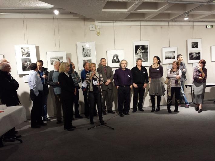 Les artistes regroupés pendant les traditionnels discours