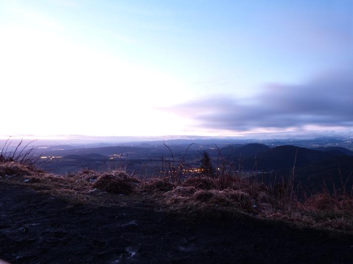 7h49 - une pause longue de 15 secondes sur l'appareil photo pour deviner le paysage...