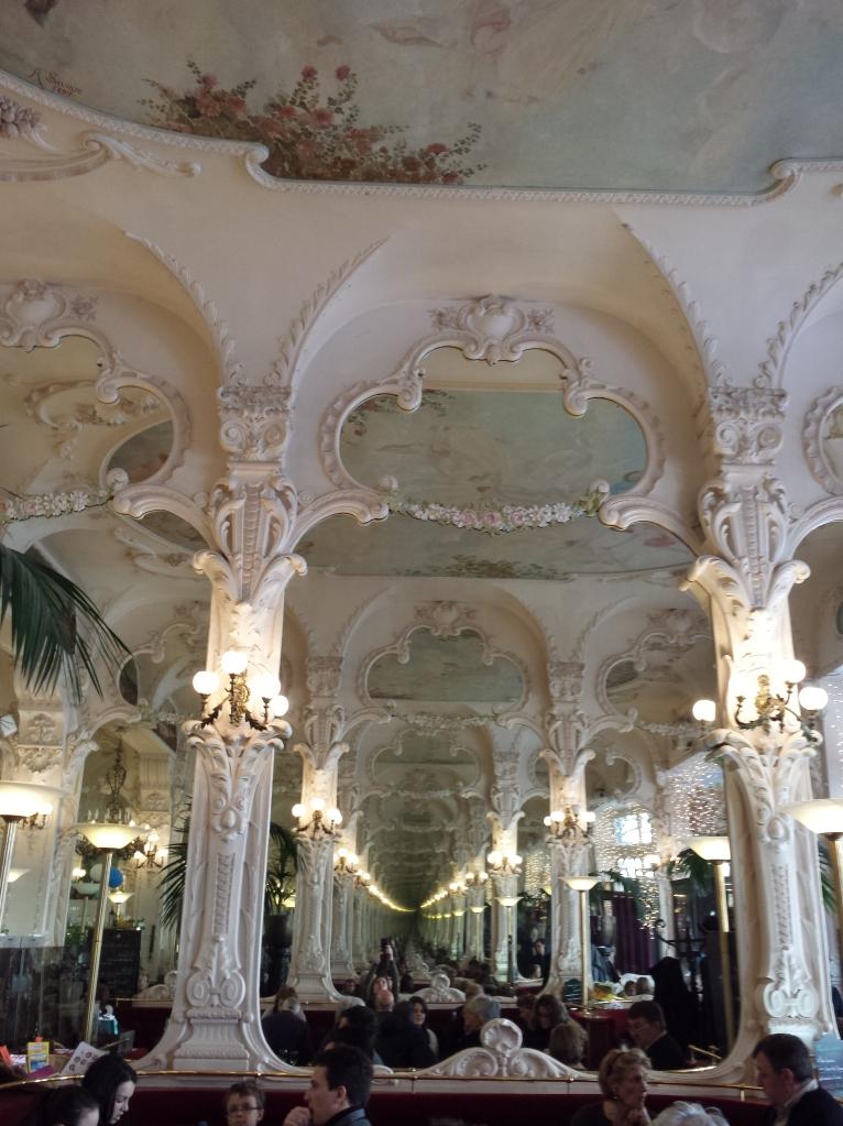 Vertige infini au Grand Café...