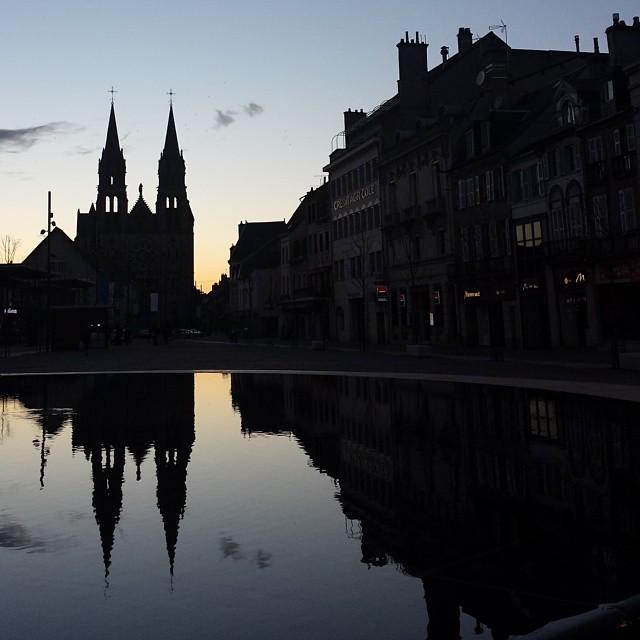 Le Sacré-Coeur au soleil couchant, vu de la Place d'Allier