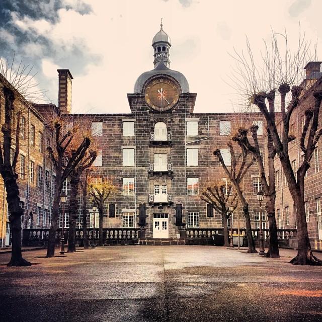 Le centre Blaise Pascal (dans cette cour ont lieu certains spectacles des Contre-plongées de l'été)