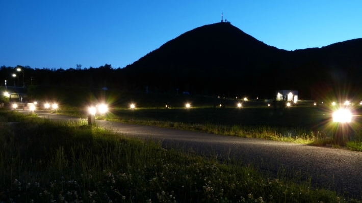 puy_by_night
