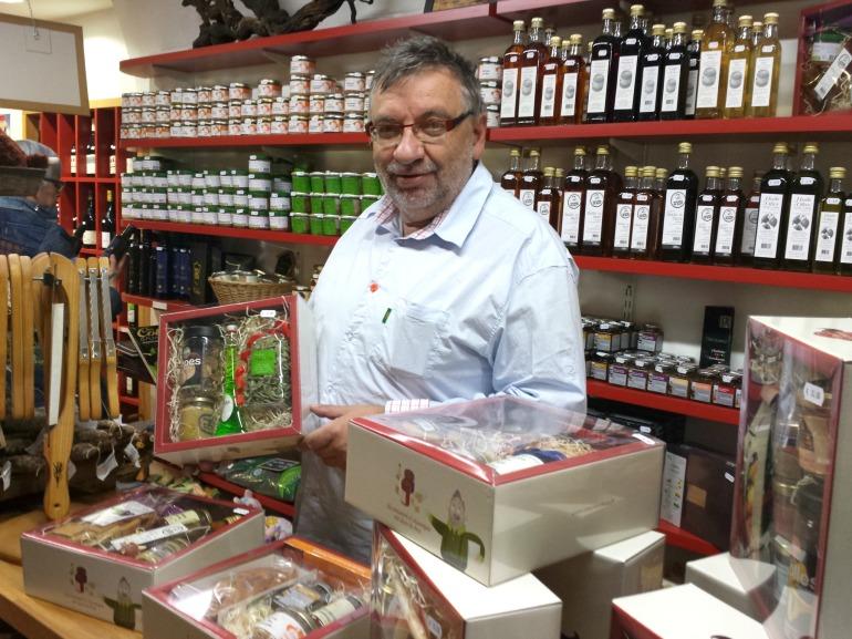 Christian, tout fier de présenter sa box le 23 octobre dernier pour le lancement officiel à la boutique Gourmands d'ici