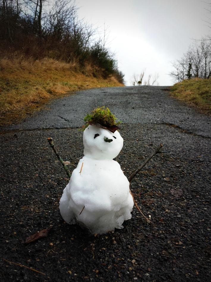"""""""Thou shall not pass !!"""" (blague de JD au sujet de ce petit bonhomme au milieu de notre chemin vers la forteresse écroulée)"""