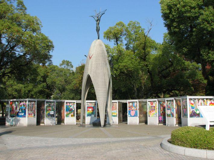 Le monument des enfants et des grues