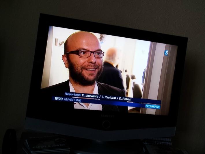 Un visiteur des JEP manifestement content de passer à la télé et d'avoir son moment de gloire