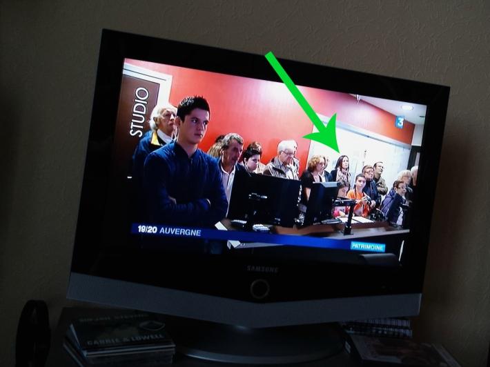 (Contre-champ) Hey ! Je passe à la télé !
